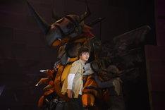 「超進化ステージ『デジモンアドベンチャー tri. ~8月1日の冒険~』」ゲネプロより。松本岳演じる八神太一とメタルグレイモン。