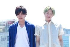 左から財木琢磨、荒木宏文。(撮影:森田晃博)