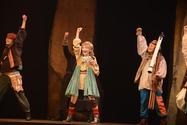少年社中・東映プロデュース「モマの火星探検記」ゲネプロより。ロケットを作る少年少女たち。