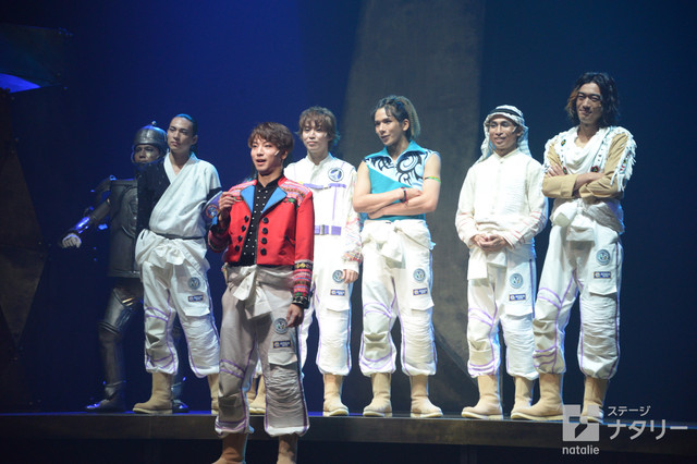 少年社中・東映プロデュース「モマの火星探検記」ゲネプロより。火星を目指す宇宙飛行士たち。