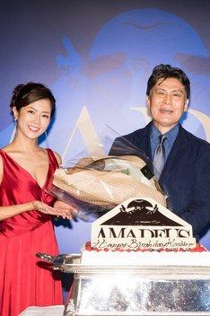 「アマデウス」製作発表記者会見より。左から大和田美帆、松本幸四郎。