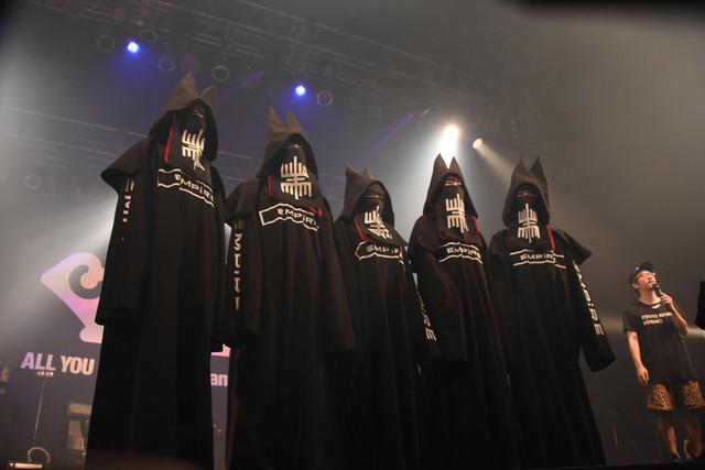 Zepp Tokyoのステージに立つEMPiRE。