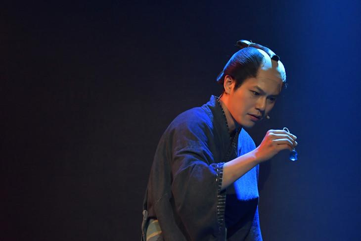 ミュージカル「『しゃばけ』弐 ~空のビードロ・畳紙~」ゲネプロより、平野良演じる松之助。(撮影:鏡田伸幸)