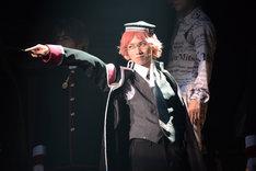 「王室教師ハイネ-THE MUSICAL-」ゲネプロより、植田圭輔演じるハイネ。
