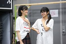 「『少女☆歌劇 レヴュー・スタァライト―The LIVE―』#1」公開稽古より。左から小泉萌香、佐藤日向。
