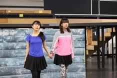 「『少女☆歌劇 レヴュー・スタァライト―The LIVE―』#1」公開稽古より。左から椎名へきる、富田麻帆。