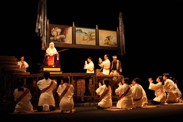 兵庫県立ピッコロ劇団「かさぶた式部考」2014年の初演より。