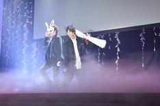 ONWARD presents「劇団☆新感線『髑髏城の七人』Season月 Produced by TBS」製作発表記者会見より。左から宮野真守、福士蒼汰。