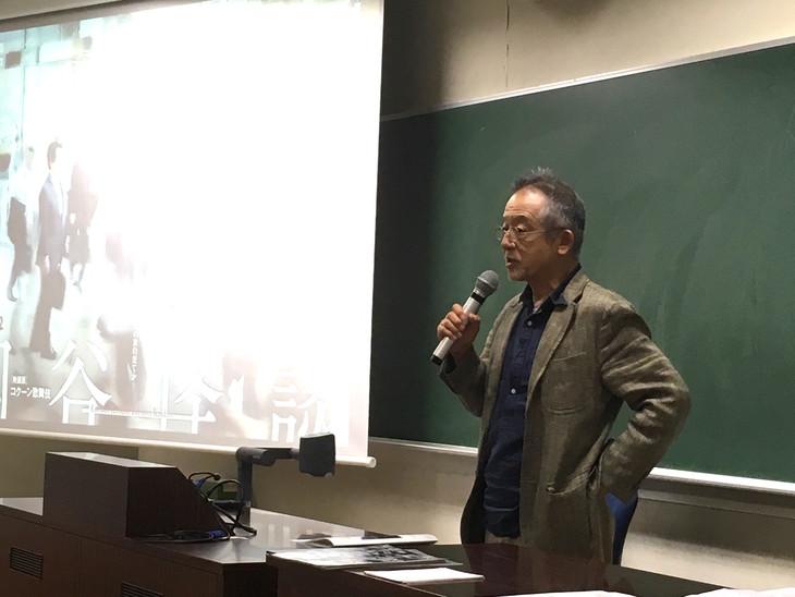 串田和美の特別講義の様子。