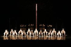 大駱駝艦・天賦典式 創立45周年公演「擬人」より。(撮影:川島浩之)