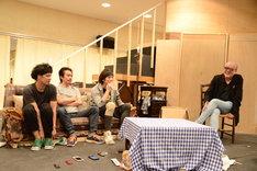 「オーファンズ」囲み取材より。左から佐藤祐基、加藤虎ノ介、細貝圭、マキノノゾミ。
