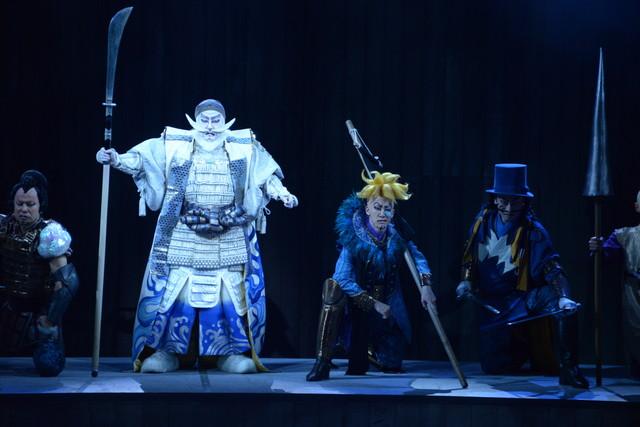 「スーパー歌舞伎II(セカンド)『ワンピース』」公開舞台稽古より、白ひげ海賊団。