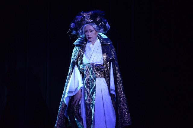 乃木坂46 3期生公演「見殺し姫」公開ゲネプロより。かとうかず子演じるおとど。