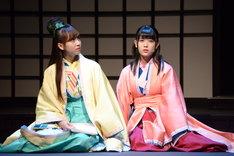 左から柊役の佐藤楓、讃良役の岩本蓮加。