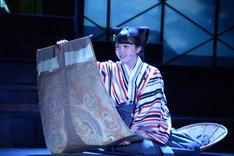 乃木坂46 3期生公演「見殺し姫」公開ゲネプロより。汐寝役の久保史緒里。