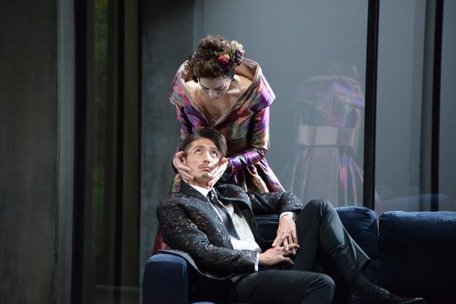 「危険な関係」ゲネプロより、鈴木京香演じるメルトゥイユ侯爵夫人、玉木宏演じるヴァルモン子爵。