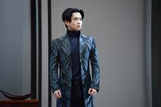 「危険な関係」ゲネプロより、千葉雄大演じるダンスニー騎士。