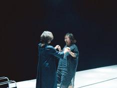 フェスティバル/トーキョー17「わたしが悲しくないのはあなたが遠いから」(ウエスト)より。(photo : Hideaki Hamada)