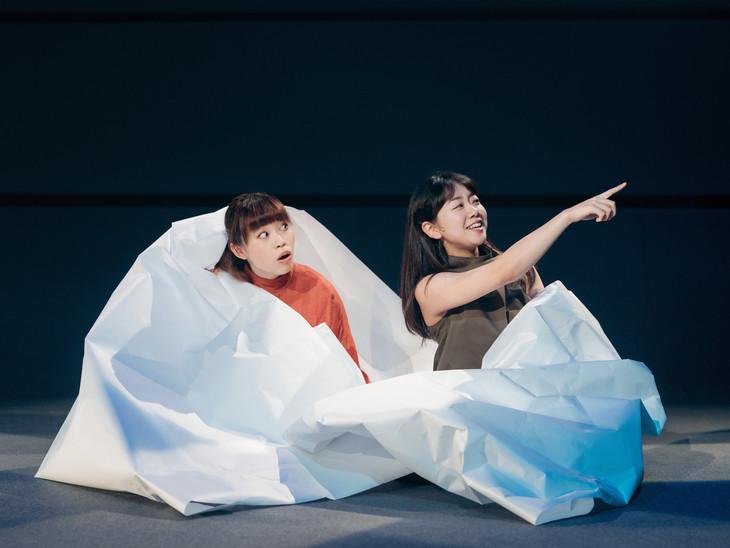 フェスティバル/トーキョー17「わたしが悲しくないのはあなたが遠いから」(イースト)より。(photo : Hideaki Hamada)