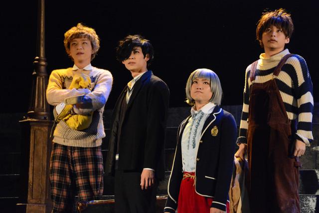 スタジオライフ公演 舞台版「はみだしっ子」BUSチームゲネプロより。左からマックス(若林健吾)、グレアム(久保優二)、アンジー(宇佐見輝)、サーニン(澤井俊輝)。