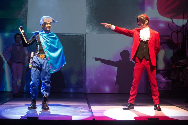 左から富田翔演じる飛鳥井友郎、和田琢磨演じる御剣怜侍。