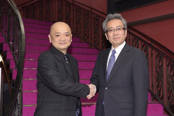 左から青木豪、劇団四季代表取締役社長の吉田智誉樹。