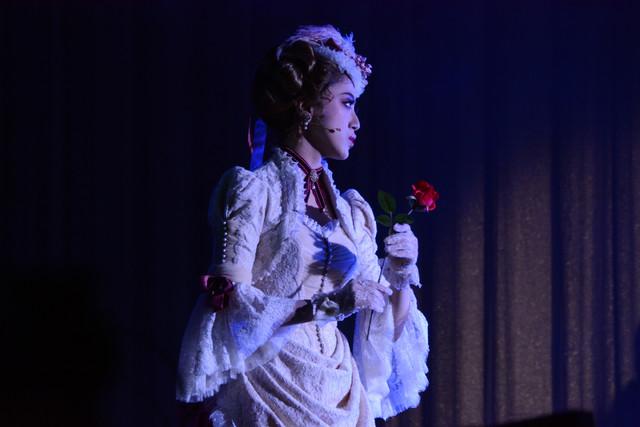 仙名彩世演じるシーラ・ポーツネル男爵夫人。
