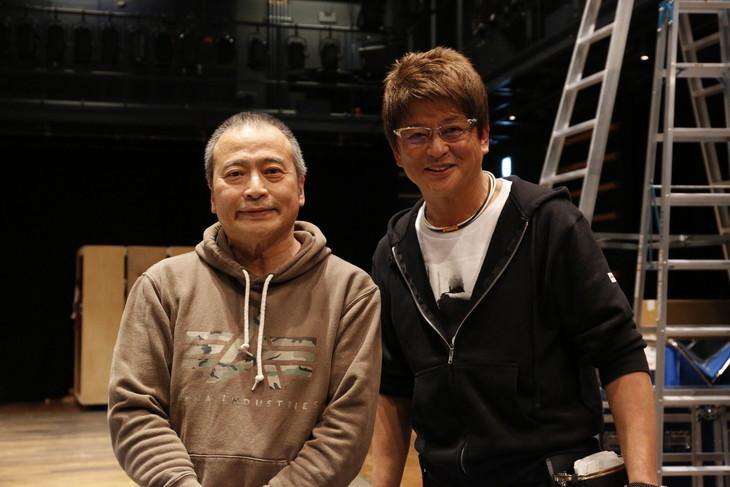 ミュージカル「HEADS UP!」取材会より、左からラサール石井、哀川翔。