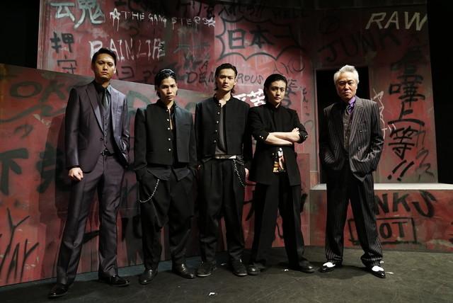 左から伊崎央登、二葉勇、松本大志、堂本翔平、モロ師岡。