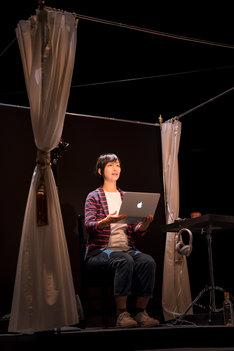 「三輪眞弘+前田真二郎 モノローグ・オペラ『新しい時代』」より。(撮影:羽鳥直志)