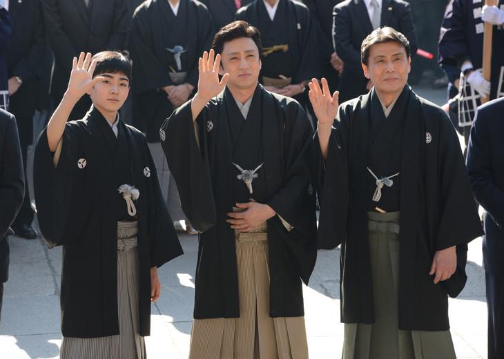 左から四代目松本金太郎、七代目市川染五郎、九代目松本幸四郎。