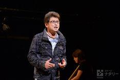ミュージカル「HEADS UP!」再演の公開ゲネプロより。哀川翔演じる舞台監督の加賀美賢治。
