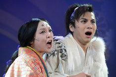 左から杉山未央演じる春日局、宮崎秋人演じるトクガワイエミツ。