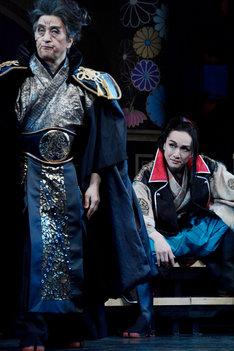左から大高洋夫演じるトクガワイエヤス、細貝圭演じる織田ノブナガ。