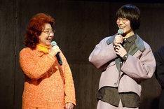 左から野沢雅子、亀田侑樹。