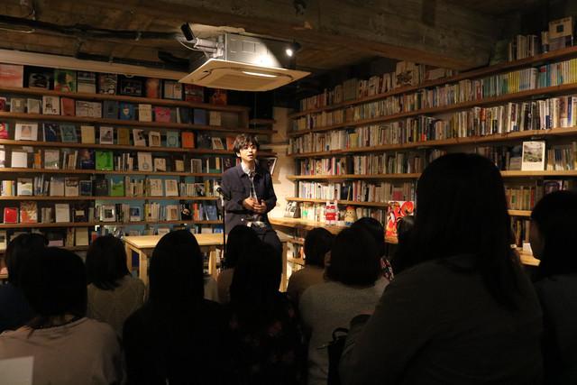 「諧謔的見地」書籍販売記念イベントの様子。