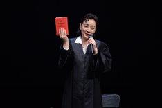 「TERROR テロ」公開ゲネプロより。神野三鈴演じるネルゾン女史。