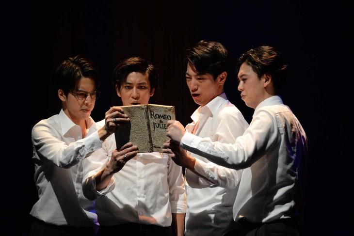 「『Shakespeare's R&J』~シェイクスピアのロミオとジュリエット~」ゲネプロより、左から小川ゲン、佐野岳、矢崎広、柳下大。