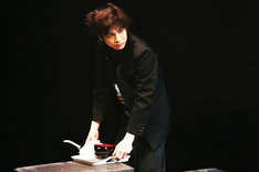 OFFICE SHIKA PRODUCE「おたまじゃくし」より。(写真:和田咲子)