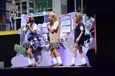 オールナイトニッポン50周年記念公演「続・時をかける少女」ゲネプロより。コギャルたち(土佐和成、諏訪雅、MEGUMI)。