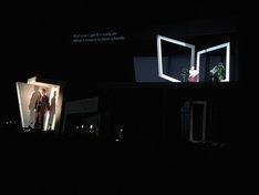 「シアターコクーン・オンレパートリー2018 手塚治虫生誕90周年記念 鉄腕アトム『地上最大のロボット』より『プルートゥ PLUTO』」ロンドン公演より。