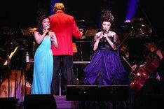 「Disney on CLASSIC Premium『リトル・マーメイド』イン・コンサート」より、左から高畑充希、マルシア。