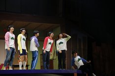 舞台「おそ松さん on STAGE ~SIX MEN'S SHOW TIME 2~」ゲネプロより。