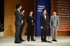 左から堀義貴社長、加藤航世、木村咲哉、前田晴翔、山城力。