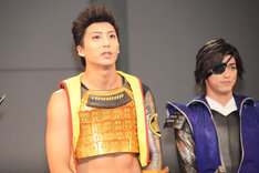 左から徳川家康役の中尾拳也、伊達政宗役の眞嶋秀斗。