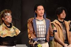 左から猿飛佐助役の椎名鯛造、片倉小十郎役の井上正大、黒田官兵役の伊藤裕一。