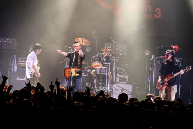 Fire EX.のライブの様子。(Photo by Viola Kam [V'z Twinkle])