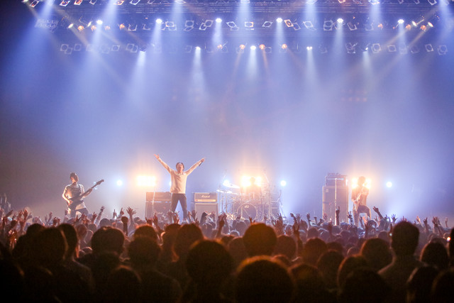 Supper Momentのライブの様子。(Photo by Viola Kam [V'z Twinkle])