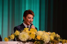 宝塚歌劇月組「ミュージカル『雨に唄えば』」制作発表会より、珠城りょう。