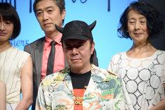 古田新太(前列左)